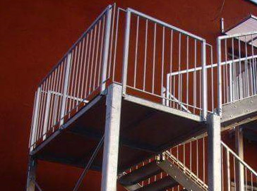 Schody metalowe zewnętrzne